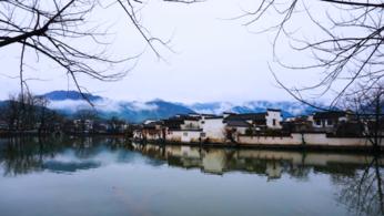 山绕清溪水绕城,白云碧嶂画难成。-旅游互动聚合社区